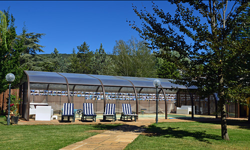Jardín de 1.400 m2 de terreno, con piscina privada de 10 x 5 m