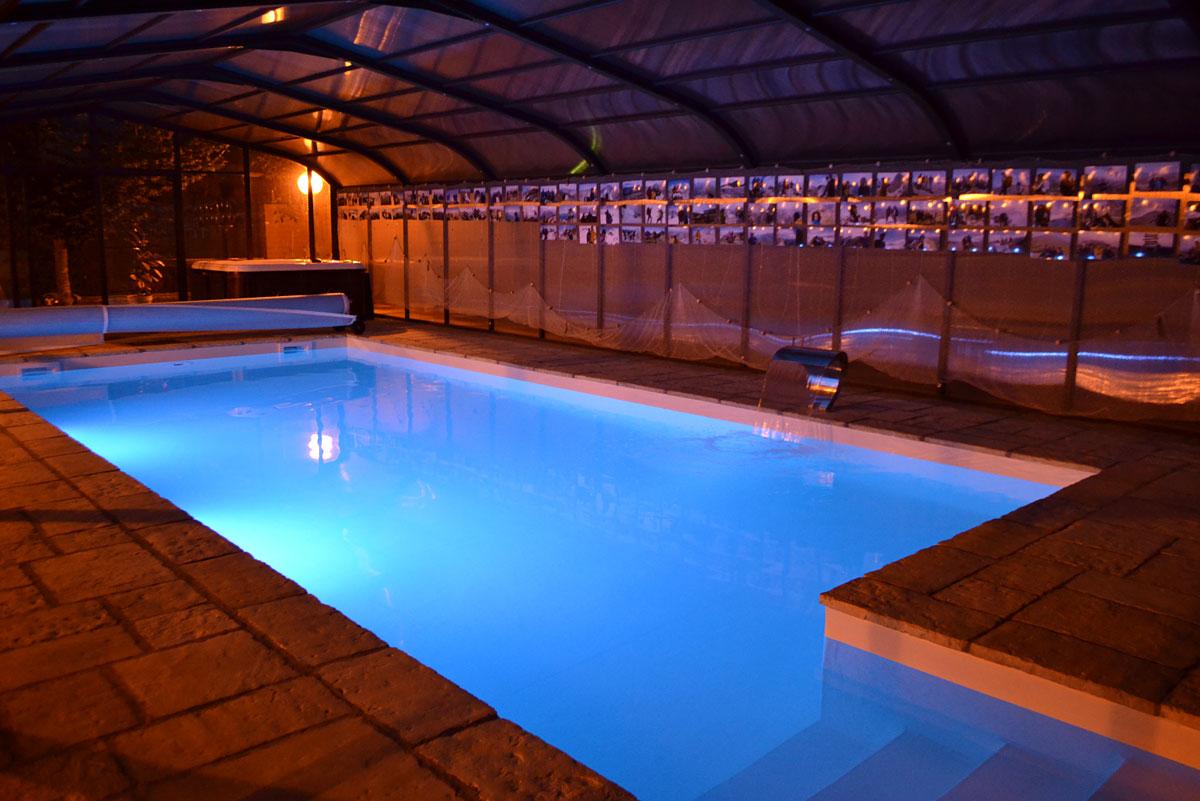 Alquiler de turismo en jaca junto ciudadela jard n y for Gimnasio y piscina