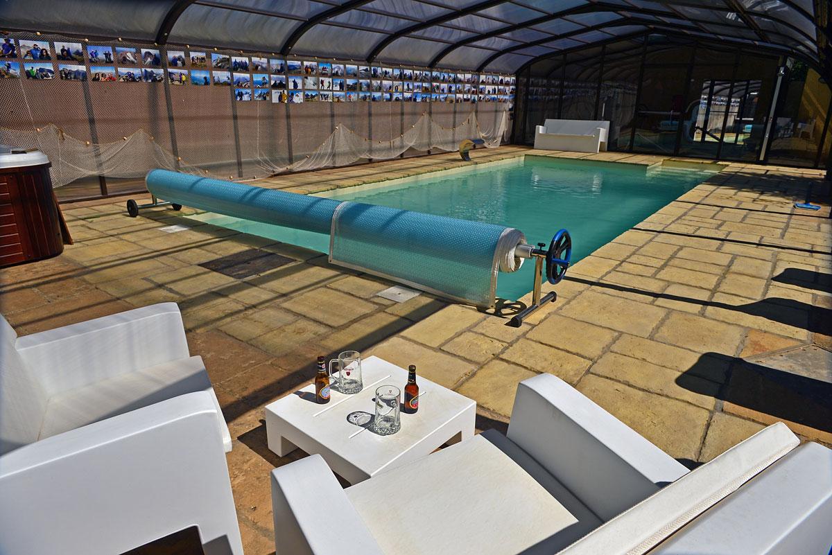 Alquiler de turismo en jaca junto ciudadela jard n y piscina exteriores de la casa la casa - Gimnasio con piscina zaragoza ...